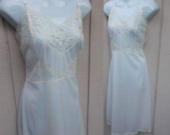 Vintage 50s White Nylon slip with Crystal Pleat Bodice / Size 36 38 // Dress slip Nightgown