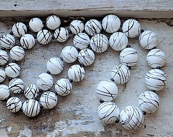FREE SHIPPING Vintage Black and White Plastic Beaded Necklace