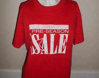 Closing Shop 40%off SALE Vintage 80's 90's Macy's red pre-season SALE  t shirt tee