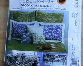 McCalls Home Decorating sewing pattern, Window Treatment Pillow Lampshade shams sewing pattern, uncut valance sewing, bedroom decoration