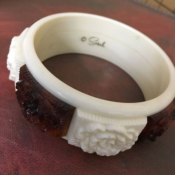 Vintage Sarah Coventry Chunky Bangle Bracelet Cream & Tortoise Shell Plastic