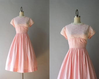 1950s Dress / 50s Pink Cotton Dress with Lace Overlay / Pink and White Cotton and Lace Vintage 50s Full Skirt Dress L large xl