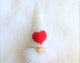 Red Heart Klaus Gnome in bright red dots, wool felt, Scandinavian gnome, Nordic gnome, Swedish gnome, forest gnome, wool felt, faux fur
