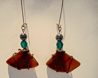 brown beach glass earring with emerald green faceted glass bead and shiny round bead