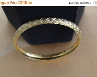 On sale Pretty Vintage Gold tone Woven Bangle Bracelet