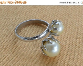 On sale Pretty Vintage Off White Faux Pearl Ring, Silver tone, Size 6-1/2 (K14)