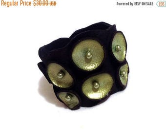 40% OFF SALE Leather bracelet. Peridot and black pod leather cuff. Leather jewelry