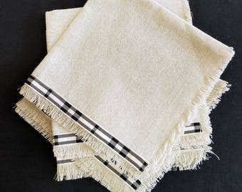 Linen Napkins - Set of Four (15 1/2 x 15 1/2 inches)