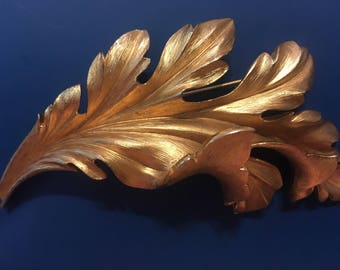 Trifari vintage leaf brooch in gold tone LARGE