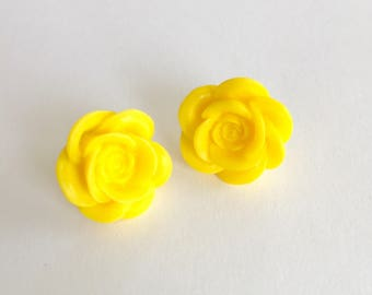 Yellow roses stud earrings. Flower earrings. Bridal party. Yellow floral jewelry. Best friend jewelry. Gifts for girls. Gifts under 5.