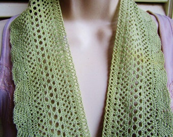 """Vintage  Victorian Edwardian Hand Crocheted Green Greenery Trim Scarf 1 Yards 23/4"""" wide Estate  Clothing Home Sewing Scalloped Edge"""