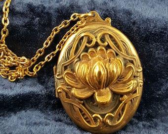 Vintage Large Oval 3D Locket Necklace