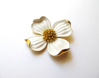 Vintage Trifari Dogwood White Enamel Petals and Gold Tone Brooch 1960s / Goldtone Stamens 3D Single Bud Flower Pin Designer Costume Jewelry