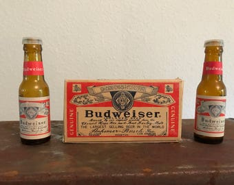 New in box Budweiser salt and pepper shakers beer lager