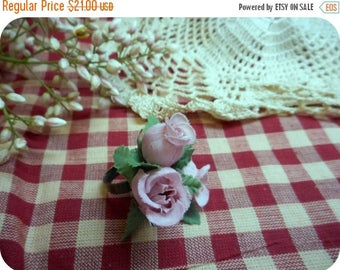 SALE Prom or Bridal Finger Corsage Ring. Pink Rose Bud Satin Millinery Flower ring with Green foliage. Romantic Victorian Tea Ring. Pretty S