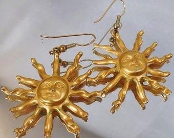 SALE Vintage Gold Sun Earrings.   Golden Happy Smiling Sun Earrings.  Dangling Sun Earrings.