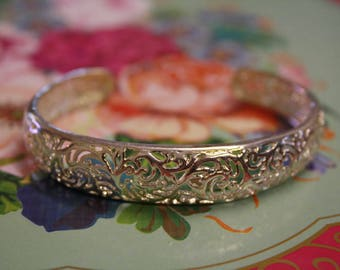 Pretty etched patterned and detailed vintage silver bangle, boho