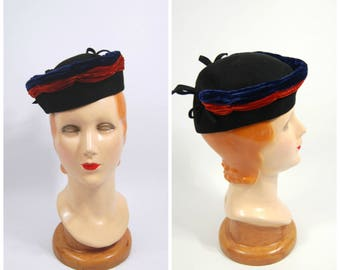 1940s Military Style Hat - Patriotic Red and Blue Velvet // Jaunty Tilt Hat - Size 22 30s 40s WWII era black wool felt cap