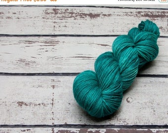 ON SALE Oceano semi solid yarn - Hand dyed wool yarn, blue, aqua, one of a kind, tonal, wool, yarn, worsted