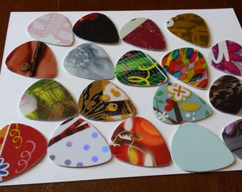 Lot of 400 guitar picks wholesale price free shipping to U.S.A. or Canada