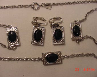 Vintage Emmons Necklace & Clip On Earring Set  18 - 390