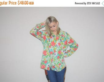 On SALE 45% Off - 1970s Vintage Novelty Graphic Rainbow Roses Cotton Button Up Blouse  - Vintage 70s Tops - 70s Graphic Tops - W00344