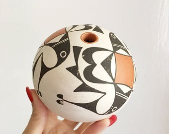 Native American Acoma pottery seed pot signed by Dolores Lewis