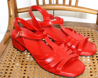1960s Red MARY JANE Sandals . Vintage Mod 1960s Strappy Vinyl Sandals . Red Block Heels . Size 9 Women's USA
