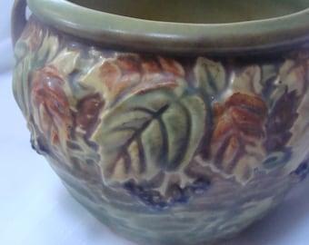 Goreous 1930's Roseville Blackberry Two Handled Vase