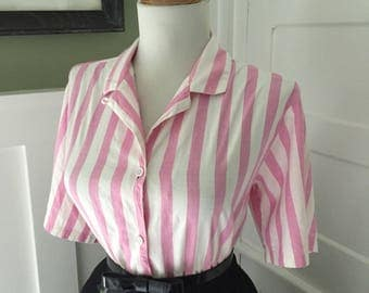Vintage 1950s 1960s Atomic Novelty Pink & White Striped Short Sleeve Button Down Blouse Top
