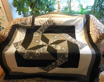 Throw quilt in grey, black and white