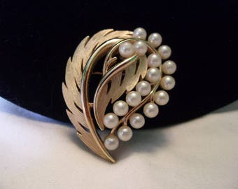 TRIFARI Faux Pearl Golden Leaf Pin Vintage Gold Plate Brooch