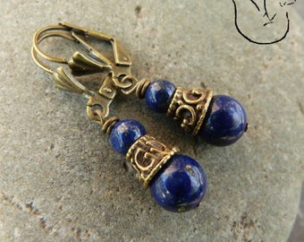 Boucles dormeuses bronze et caps travaillé pierre ronde lapis lazuli