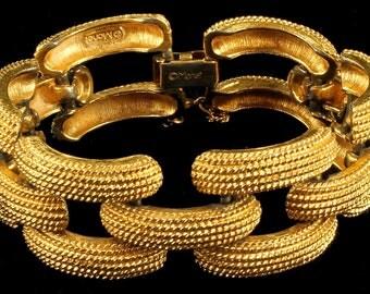 """V intage Monet Elegant Gold textured finish Thick Link Bracelet 1960's 7"""""""