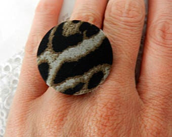 Adjustable ring in leopard fabric