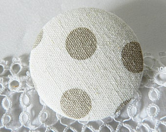 Fabric button cream with beige polka dots, 40 mm in diameter