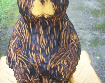 chainsaw carving bear,sitting bear wood sculpture