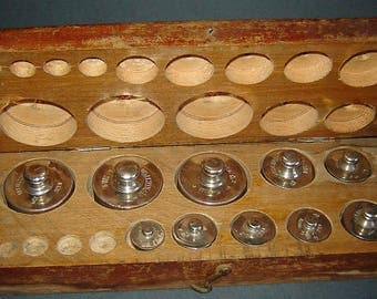 Unique aNTIQUE aPOTHECARY tRAVELING box with WEIGHTS for BALANCE SCALE Solid Wooden Box 200g - 10g