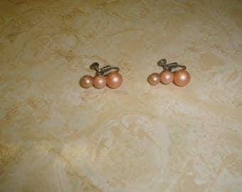 vintage screw back earrings 3 faux pearls tinted pink graduated