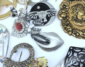 23 Vintage  Brooches. Costume Jewelry Brooches. Wholesale Brooches. Brooch Lot. Brooch Craft  No.001288