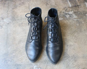 Size 10 Black Ankle BOOTS / Vintage Leather Booties /  Women's Shoes