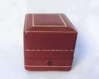 CARTIER Red Gold Ring Box Leather Jewelry Designer Dealer Velvet Display Pushed Button Vintage