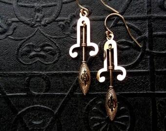 Antique Victorian Earrings. Taille d'Epargné Enamel.