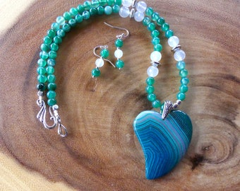 19 Inch Green Striped Agate Stylized Heart Necklace with Earrings