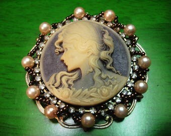 Vintage 1990s Grey and Ivory Tone Cameo Brooch