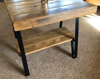 "22"" x 22"" Reclaimed Cedar Farmhouse End Table with Shelf"