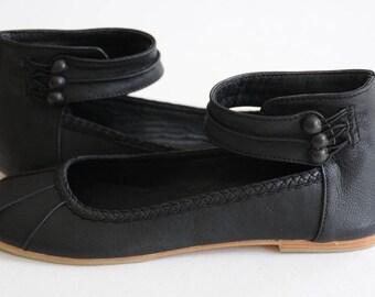 SALE. Sz. 7. MUSE. Black flats / black leather shoes /  ballet flats / womens shoes / custom shoes / bridal flats.