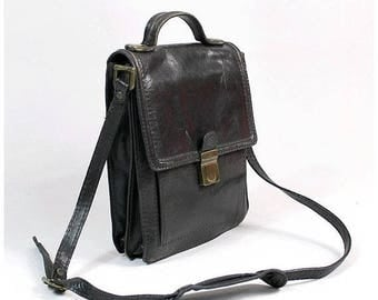 Less 25% 1970s chocolate  Messenger Bag made in italy /70s crossbody messenger