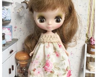 "Petite Blythe / Little Dal Outfit : ""Vintage Roses Dress"" (Dress)"