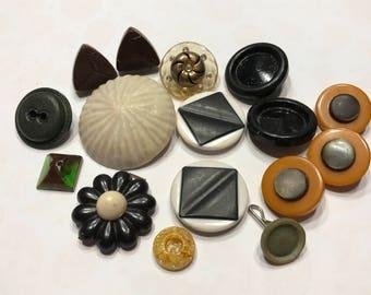 16 piece Vintage button mix, 15-40 mm (17)